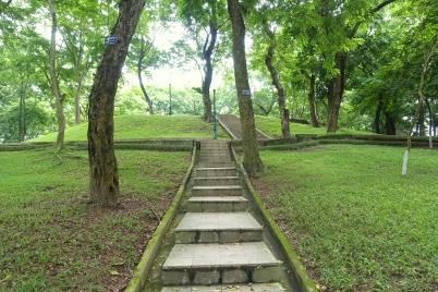 steps_-_hanoi_botanical_garden_-_hanoi2c_vietnam_-_dsc03635